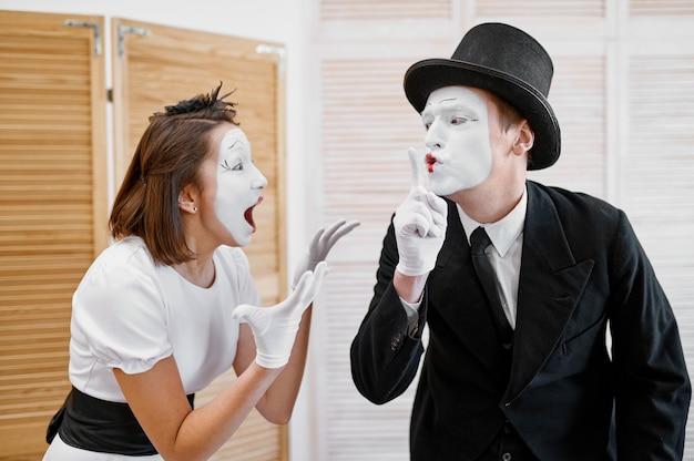 Zwei pantomimen, geheime liebhaberparodie