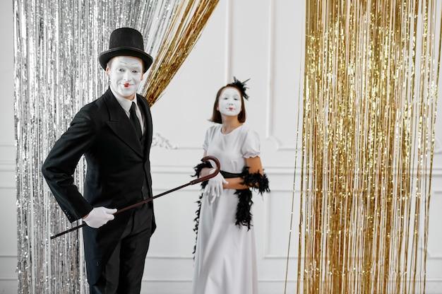 Zwei pantomimen, lady und gentleman
