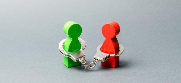 Zwei personen werden mit handschellen gefesselt. untrennbare verbindung. starke vertrauensvolle beziehungen und zuverlässige partner.