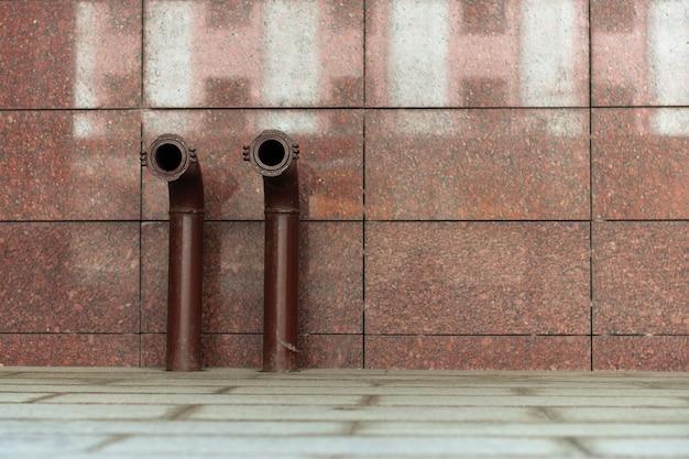 Zwei red fire hydranten für die feuererwartung