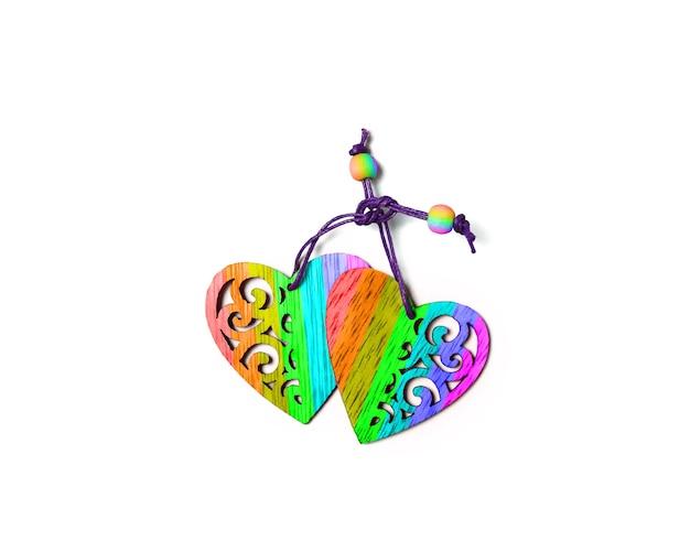 Zwei regenbogenfarbene herzen lokalisiert auf weißem lgbt-homosexuell-ehekonzept