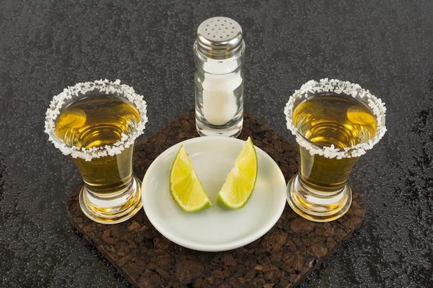 Zwei schuss goldtequila