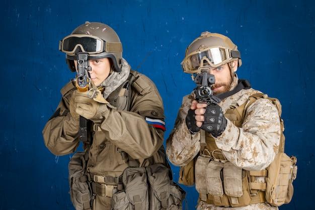 Zwei soldaten der spezialeinheit