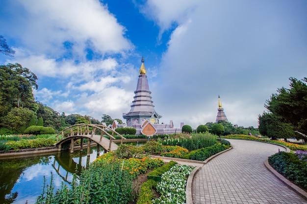 Zwei wahrzeichen der pagode