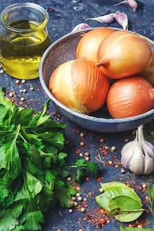 Zwiebeln und petersilie