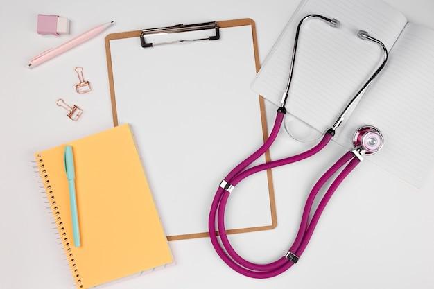 Zwischenablage mit stethoskop