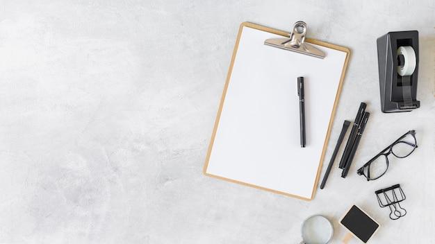 Zwischenablage und verschiedene schreibwaren