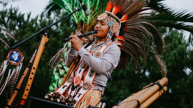 2019년 9월 1일 - 조지아주 바투미. 대나무 파이프 - 인도 스타일의 민속 악기 - 예술가의 공개 공연