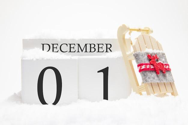 冬月の1日目の12月の木製カレンダー。