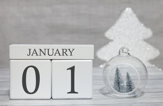 年の最初の月、数字と月のカレンダー、1月1日。記念品としての新年のおとぎ話。