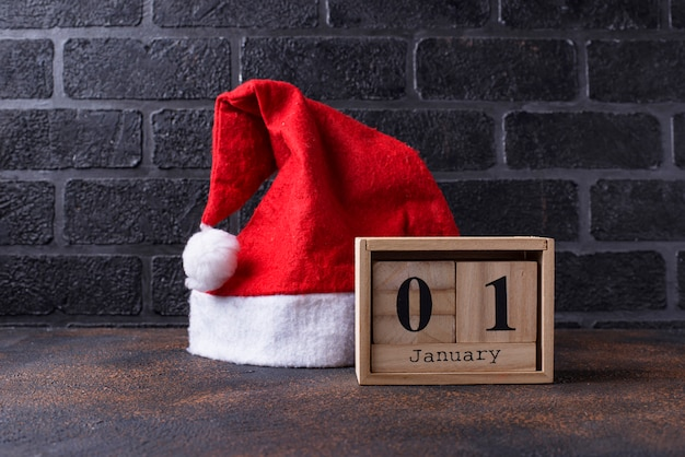木製キューブカレンダーで1月1日