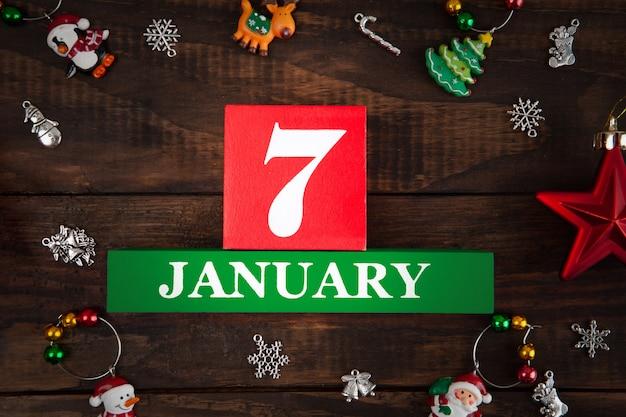 1月7日-ユリウス暦によるイエスキリストの誕生。クリスマスの装飾-トップビューのクローズアップで描かれたコンセプト