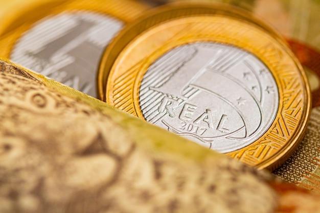1ブラジルの金融と経済の概念のためのマクロ写真における実際のブラジルの通貨