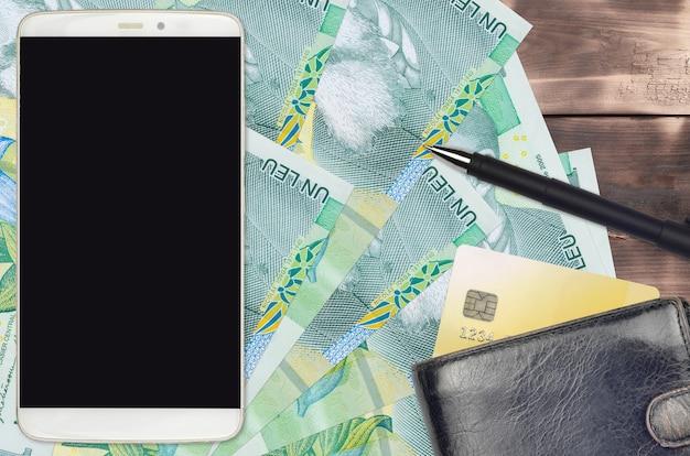 1ルーマニアレウ紙幣と財布とクレジットカード付きのスマートフォン
