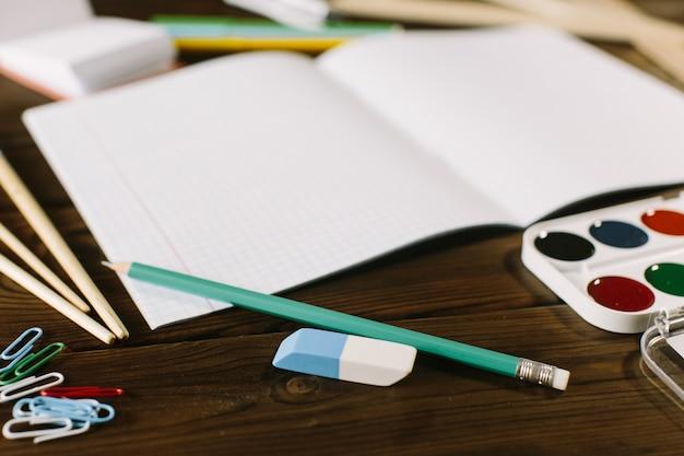 9 월 1 일 개념 엽서, 교사의 날, 학교 등을 맞댄 공급, 빈티지 톤