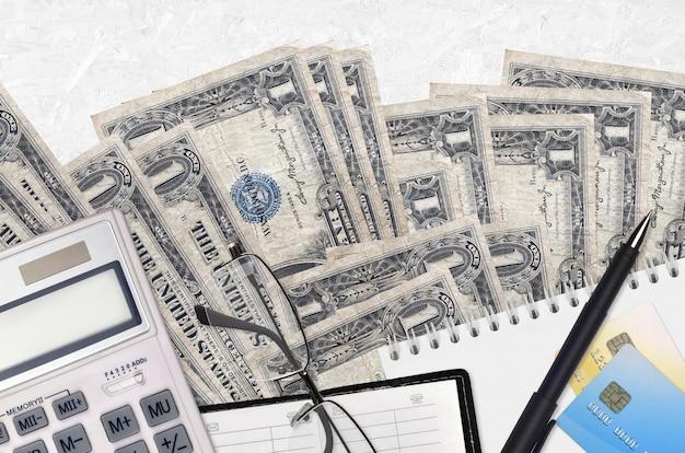 Купюры 1 доллар сша и калькулятор с очками и ручкой