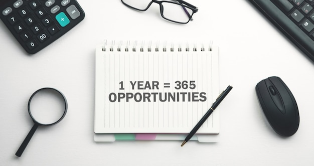 1 년 365 기회. 긍정적 인 생각. 비즈니스 개념