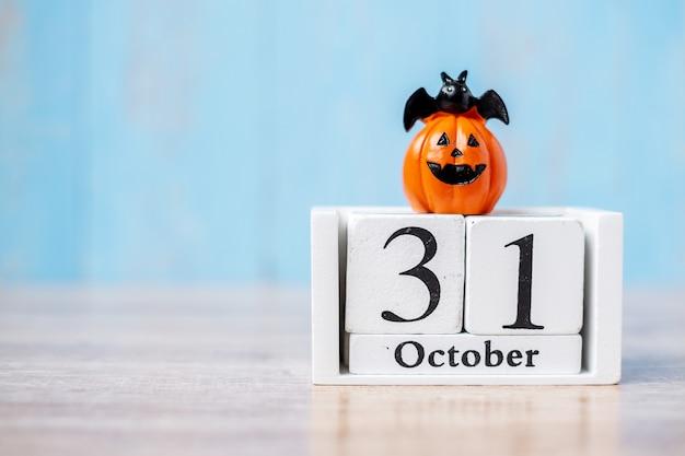 10月31日のカレンダーとカボチャの幸せなハロウィーンの日