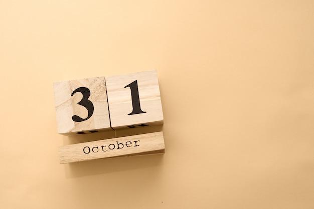 木製のカレンダーでハロウィーンの日10月31日