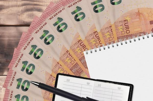 10ユーロ紙幣ファンとメモ帳、連絡帳と黒ペン