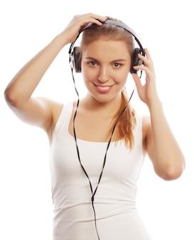 音楽を聞くヘッドフォンを持つ女性。音楽10代の少女isol