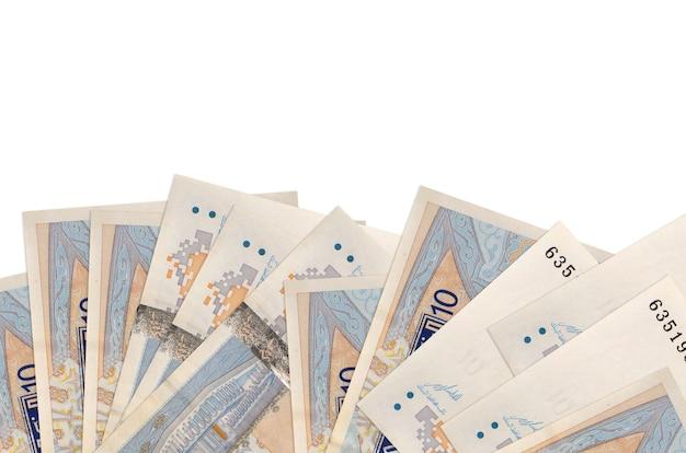 10 튀니지 디나르 지폐 복사 공간 흰 벽에 고립 된 화면의 아래쪽에 놓여 있습니다.