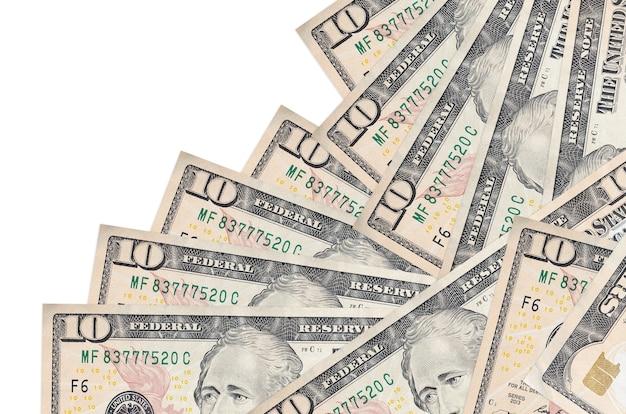 Купюры 10 долларов сша лежат в другом порядке, изолированные на белом. местное банковское дело или концепция зарабатывания денег.
