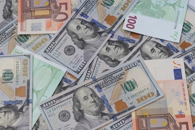 アメリカの100ドル紙幣、100および50ユーロの紙幣、お金の背景