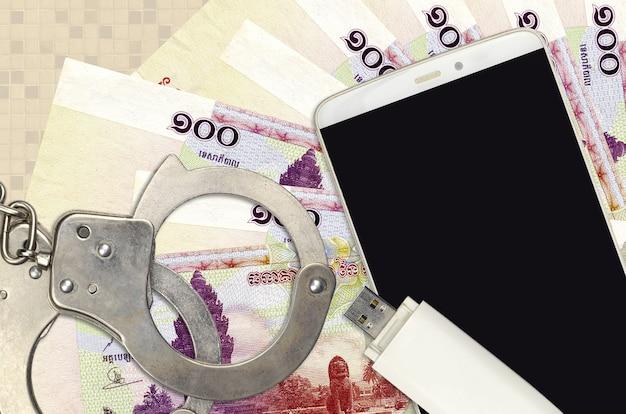 100リエルの請求書と警察の手錠付きスマートフォン