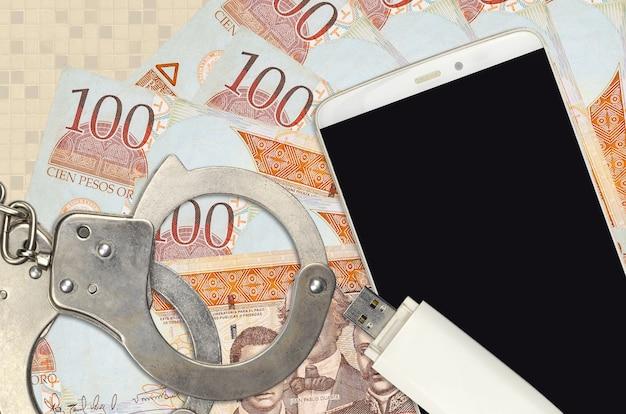 100ドミニカペソ紙幣と警察の手錠付きスマートフォン