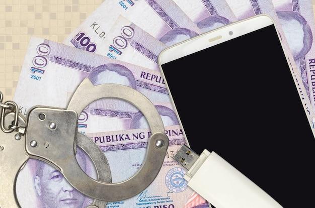 フィリピンのピソ紙幣100枚と警察の手錠付きスマートフォン
