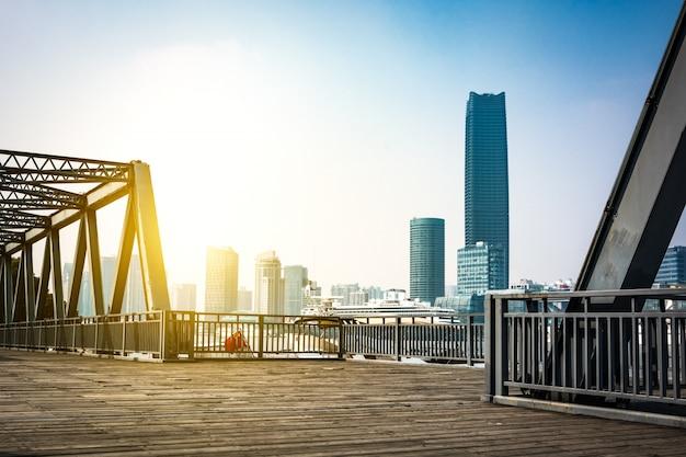 100年前、上海に位置し、鉄橋。
