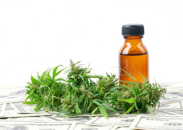 100ドル紙幣のカンナビジオール抽出物と大麻