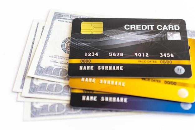 クレジットカードと100ドルの現金