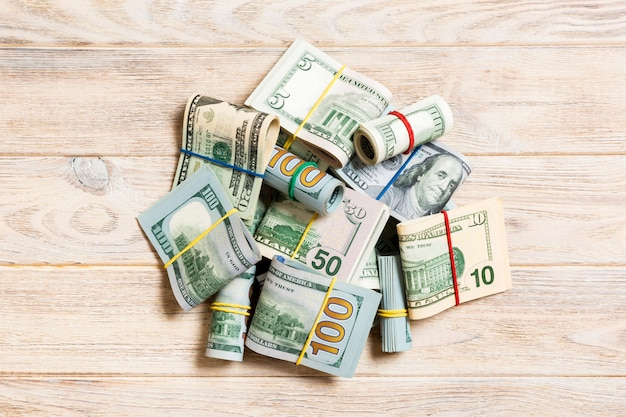 100ドル紙幣のスタック