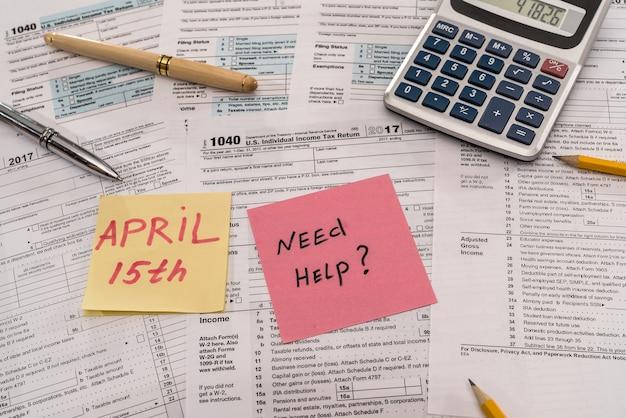 テキストメモが記載された1040税務フォーム