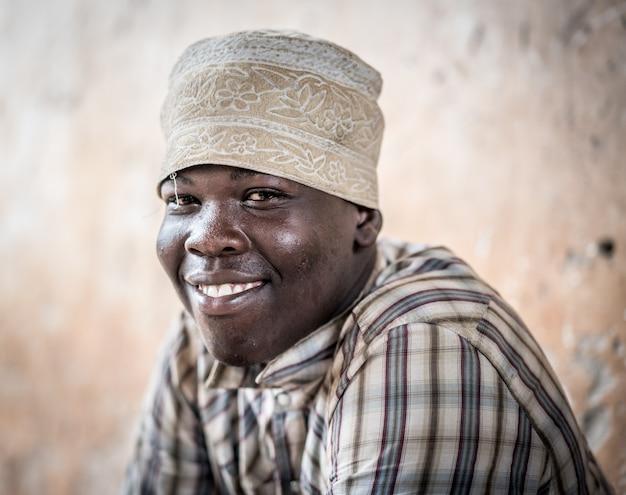 アフリカの10代の少年のポートレート