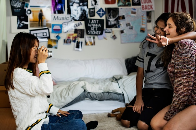 10代の彼女の友達の写真を撮る趣味と写真のコンセプト