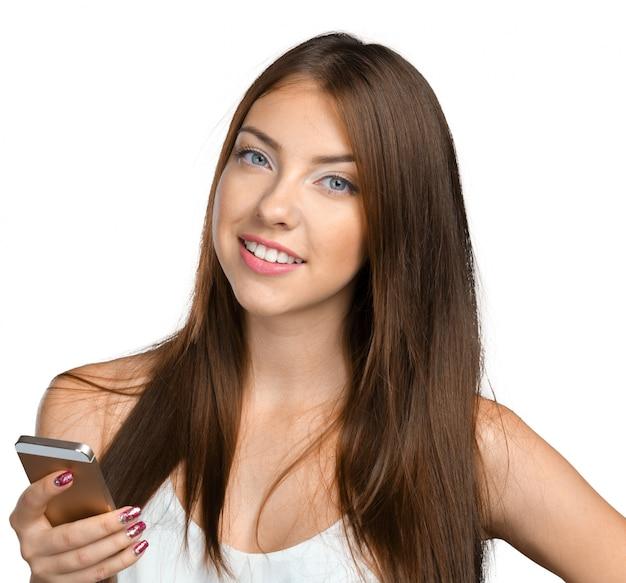 スマートフォンを使用してきれいな女性10代