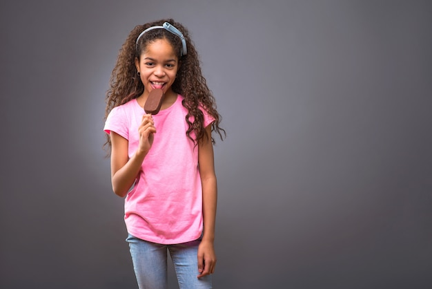 若い黒10代の少女