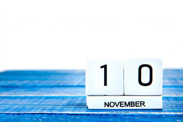 11月10日。退役軍人の青い背景に11月10日カレンダーのイメージ