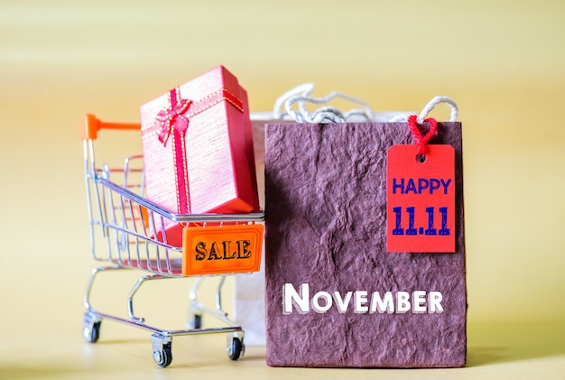ラベルタグ、中国11.11一日の販売とミニショッピングカートとショッピングバッグ