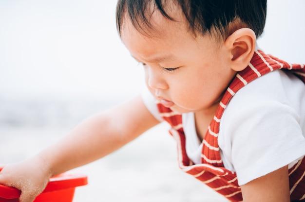 Портрет мальчика 11 месяцев, лицо азиатского ребенка, маленький мальчик улыбается
