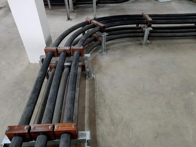 変電所のケーブルルームへの115kv高圧電力ケーブルxlpeの設置