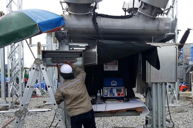 115kv 하이브리드 배전반 현장 테스트 전기 엔지니어에 의한 변류기 테스트