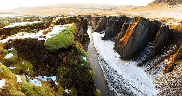 11月のアイスランドの自然の中での風景