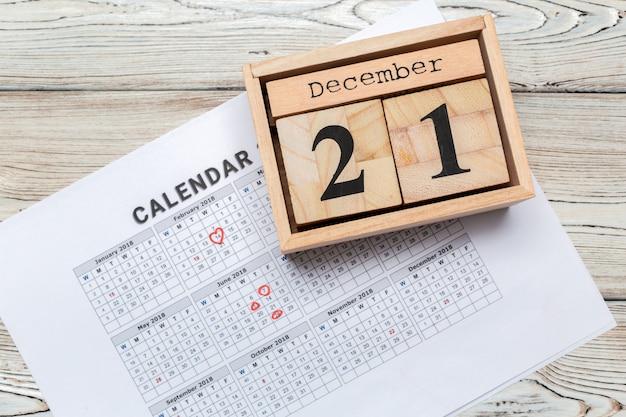 12月21日。12月の21日目、カレンダー。冬時間