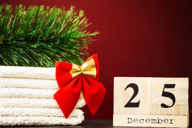 青色の背景に12月25日とクリスマスの装飾