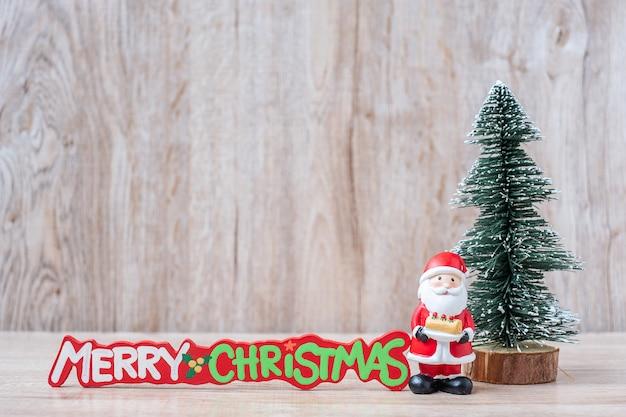 クリスマスデコレーション、雪だるま、サンタクロースと12月25日カレンダー