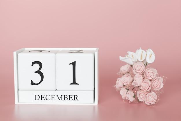12月31日月31日です。モダンなピンク色の背景、ビジネスの概念と重要なイベントのカレンダーキューブ。